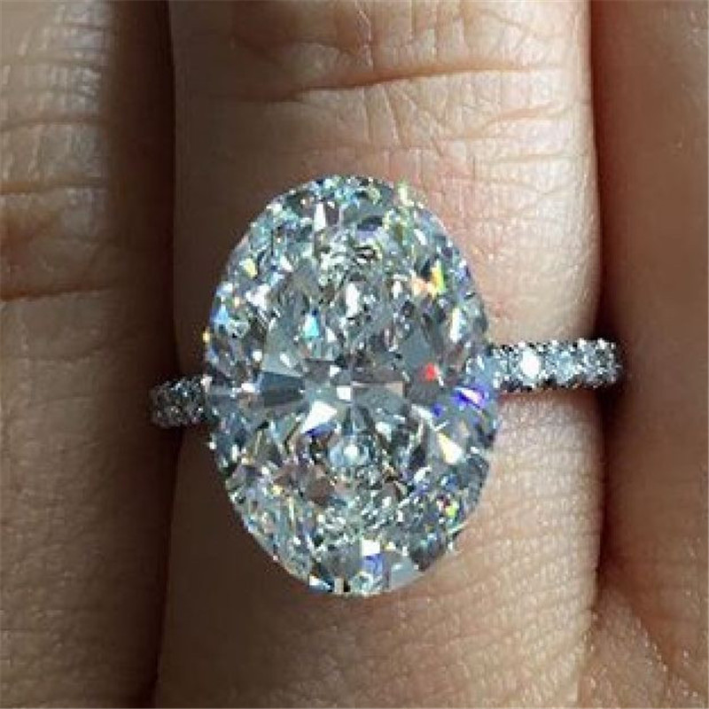 Exquisite 925 Silver Green Emerald Edge White Sapphire Princess Engagement Ring