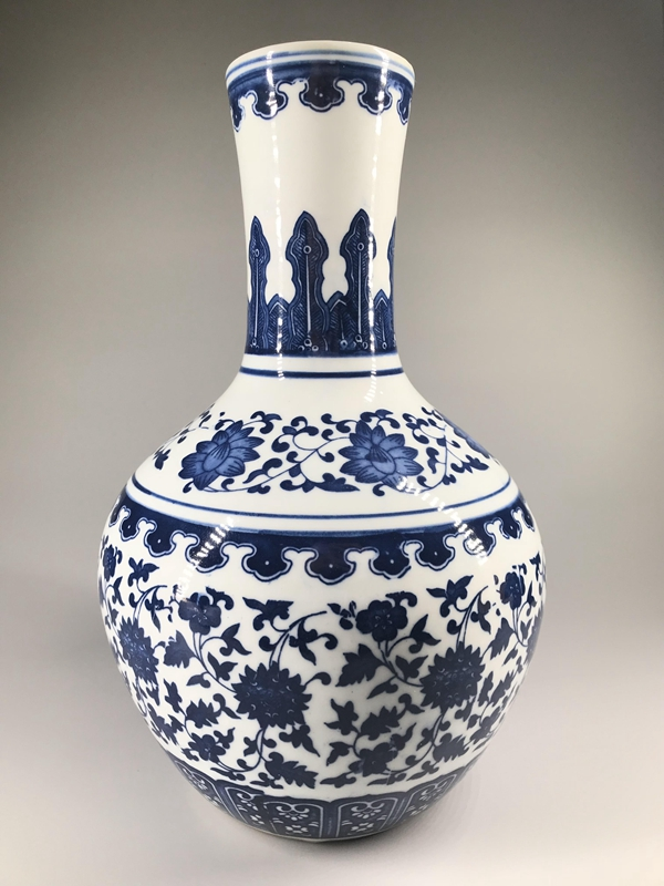 Chinese Ceramic Vase Hand Painted Blue And White Styling Qian Long