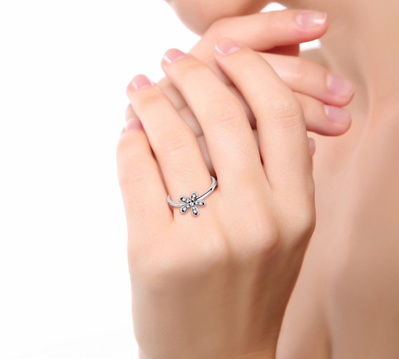 Genuine sterling silver dazzling daisy flower rings clear cz elegant genuine sterling silver dazzling daisy flower rings clear izmirmasajfo