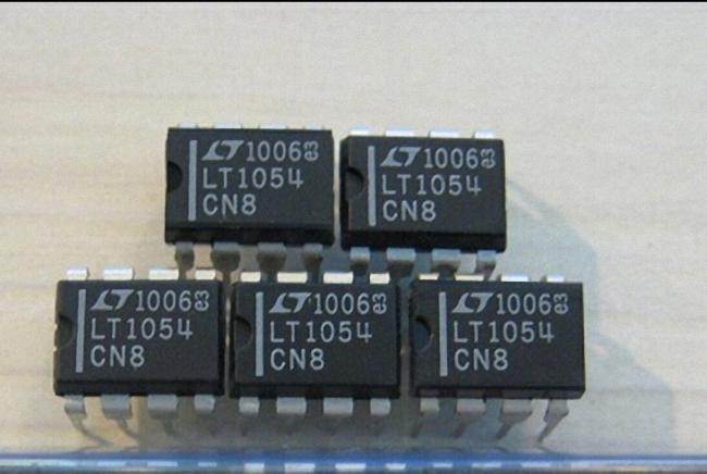 1PCS LT1054CN8 LT1054 Switched-Capacitor Voltage Converter with Regulator new